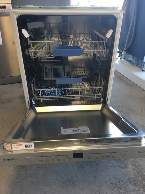 Bosch SMP63M05AU Under Bench Dishwasher